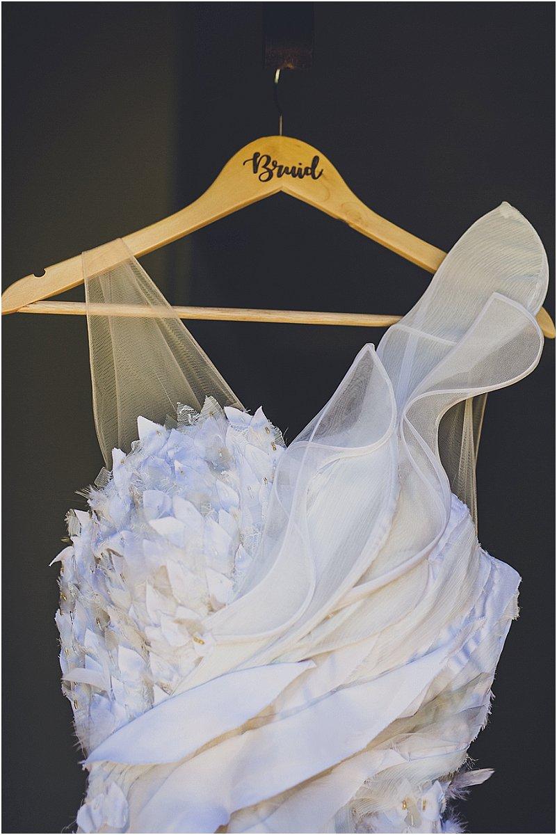 Trou rok op 'n hanger