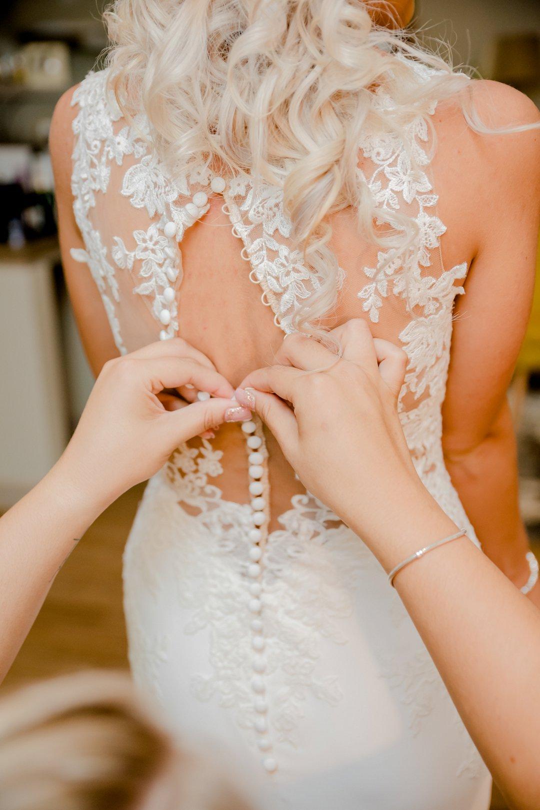 bride getting ready photos